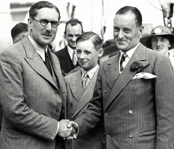 Malcolm Campbell shakes a sponsors hand